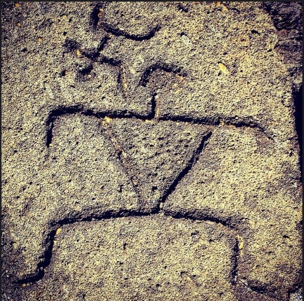 Hawaiian petroglyph rendered between 300-1000 years ago